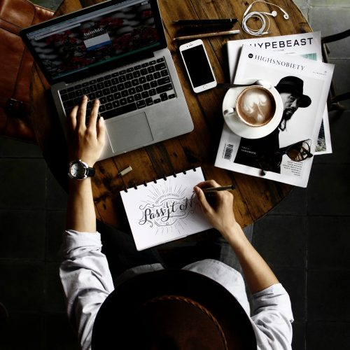 العمل عن بعد عبر الانترنت   مميزات و سلبيات العمل من المنزل